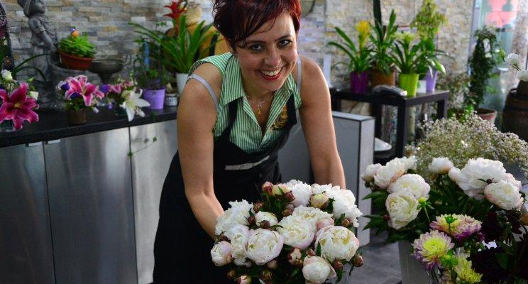 Yasmine, styliste fleuriste, Les Jasmins d'Andalousie, rue des Poissonniers à Paris Pourquoi les petits commerces vont faire leur grand retour en 2017