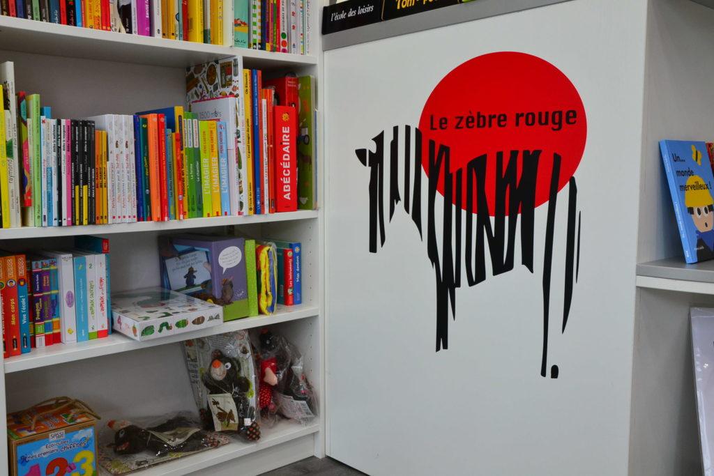 LE ZÈBRE ROUGE librairie jeunesse papeterie 33 rue Brochant 75017 Paris livres albums cadeaux ©Petitscommerces.fr petit commerce petits commerces 4