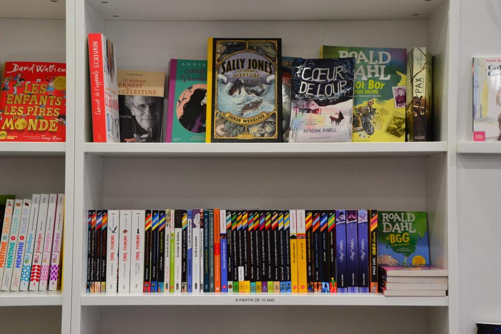 LE ZÈBRE ROUGE librairie jeunesse papeterie 33 rue Brochant 75017 Paris livres albums cadeaux ©Petitscommerces.fr petit commerce petits commerces 19