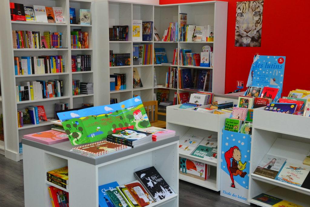 LE ZÈBRE ROUGE librairie jeunesse papeterie 33 rue Brochant 75017 Paris livres albums cadeaux ©Petitscommerces.fr petit commerce petits commerces 3