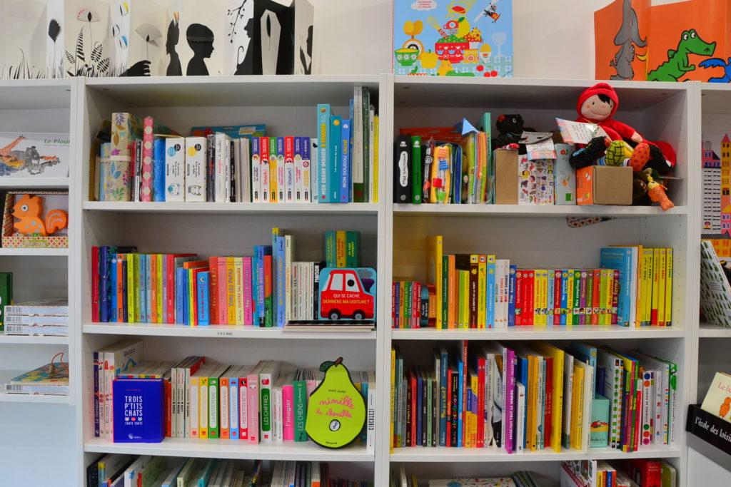 LE ZÈBRE ROUGE librairie jeunesse papeterie 33 rue Brochant 75017 Paris livres albums cadeaux ©Petitscommerces.fr petit commerce petits commerces 6