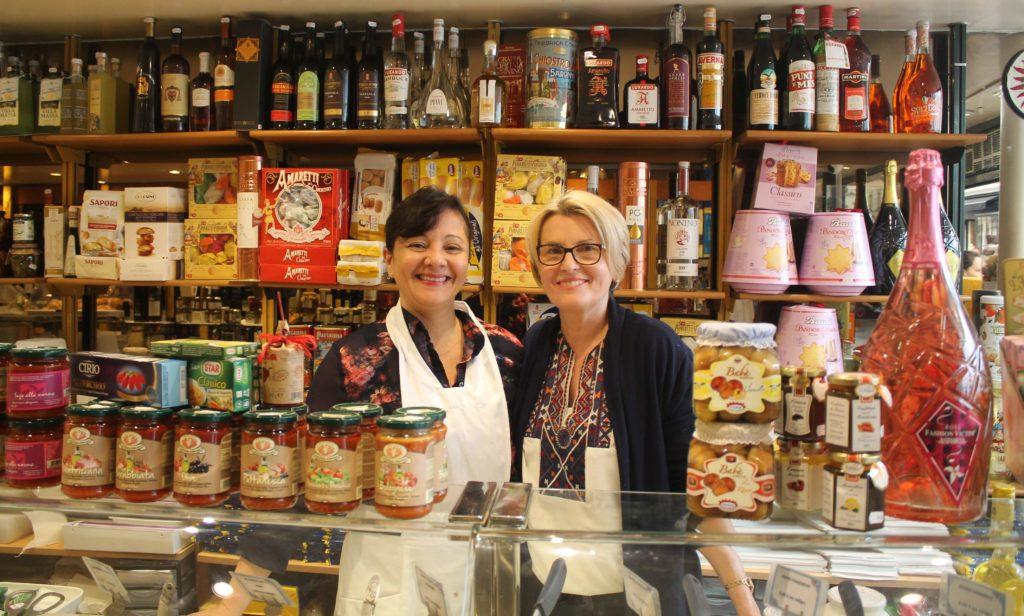 Boutique Devanture Paris 18 Epicerie Traiteur italien la bottega di piacenza petits commerces ©www.petitscommerces.fr