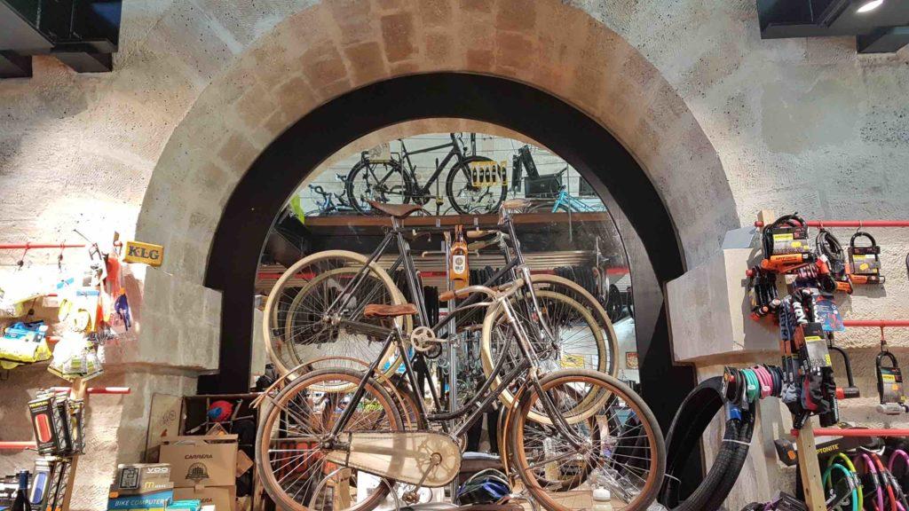 bicloune-boutique-de-velos-daumesnil-paris-12-bicyclettes-cycles-hollandais-cannondale-kona-gazelle-brompton-collection