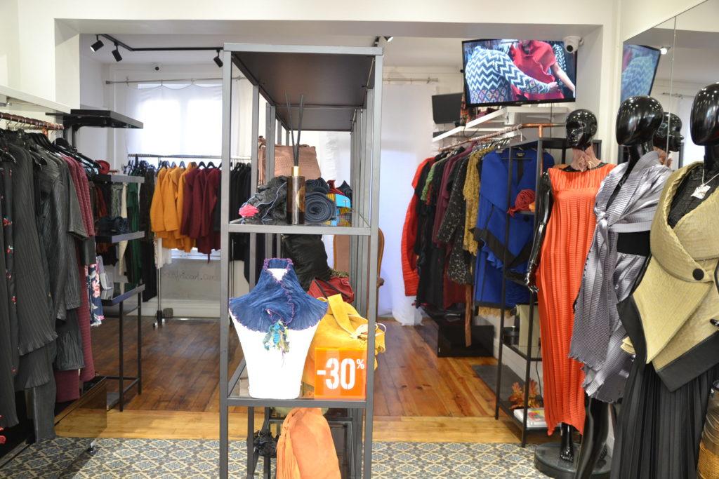 Boutique de créateurs Modafricart by Leonnel Levi 17 rue La Vieuville 75018 Paris plissé made in France ©Petitscommerces.fr petits commerces 2