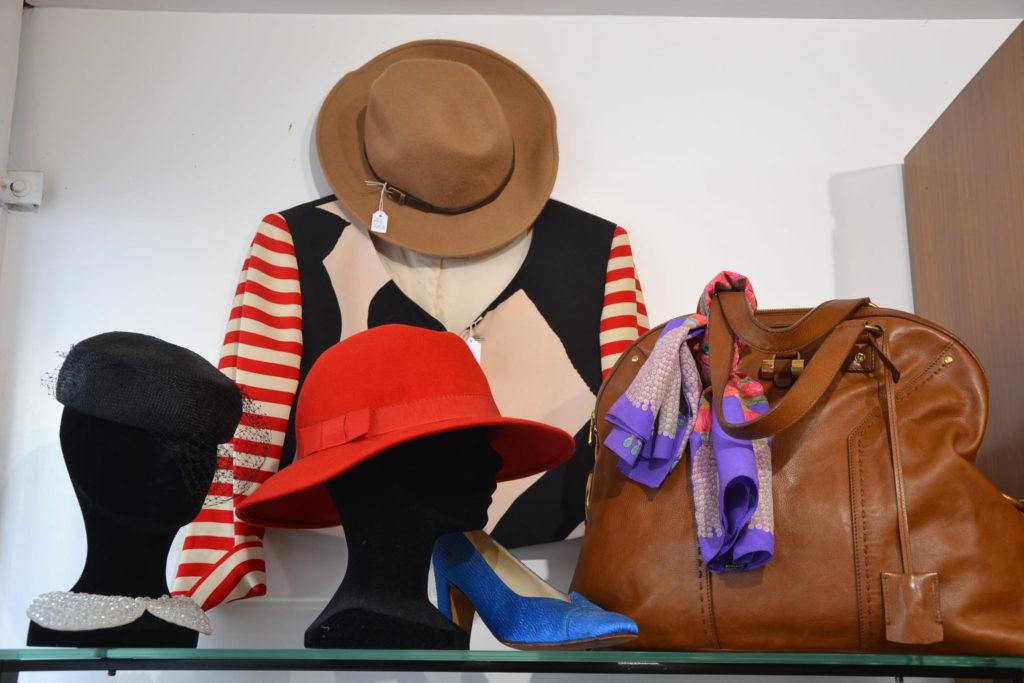 Boutique de créateurs Prisca Paris 69 rue du Mont-Cenis 75018 Paris mode vintage femmes Montmartre ©Petitscommerces.fr petits commerces 3