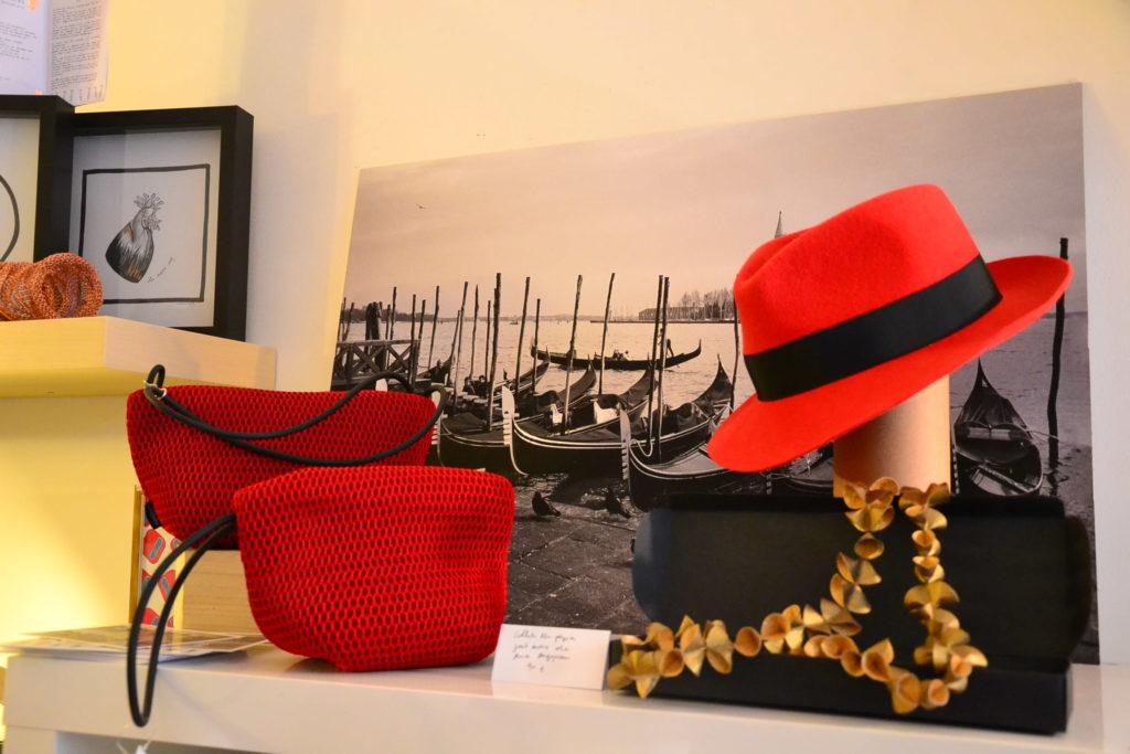 boutique-de-createurs-venise-sur-seine-110-bis-rue-marcadet-75018-paris-artistes-italiens-designers-petitscommerces-fr-petit-commerce-petits-commerces-1