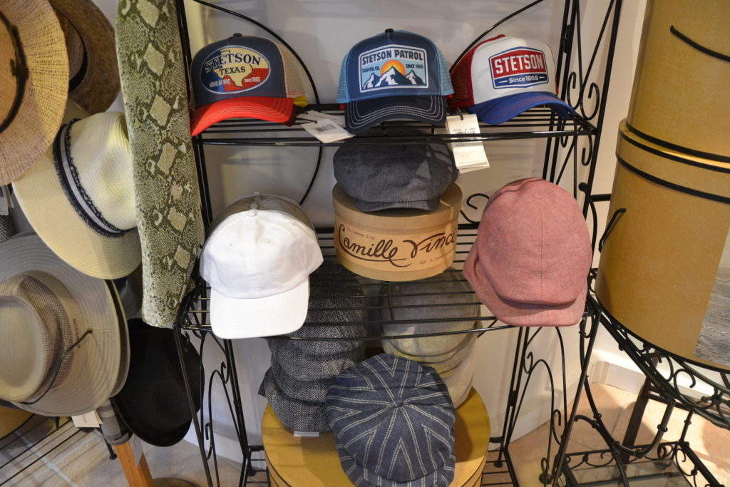 Chapellerie Jardin de la Mode 11 rue Poussin 75016 Paris chapeaux crémonies panamas ©Petitscommerces.fr petits commerces 10
