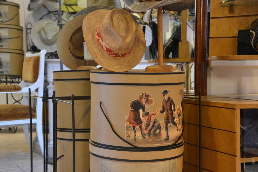 Chapellerie Jardin de la Mode 11 rue Poussin 75016 Paris chapeaux crémonies panamas ©Petitscommerces.fr petits commerces 5