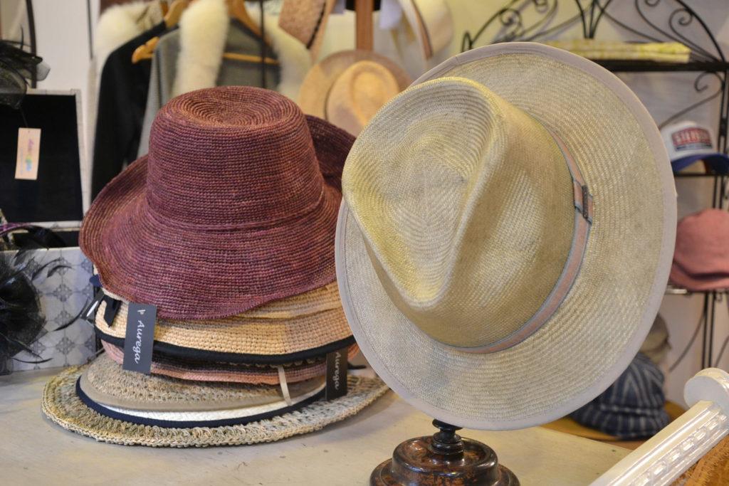 Chapellerie Jardin de la Mode 11 rue Poussin 75016 Paris chapeaux crémonies panamas ©Petitscommerces.fr petits commerces 6