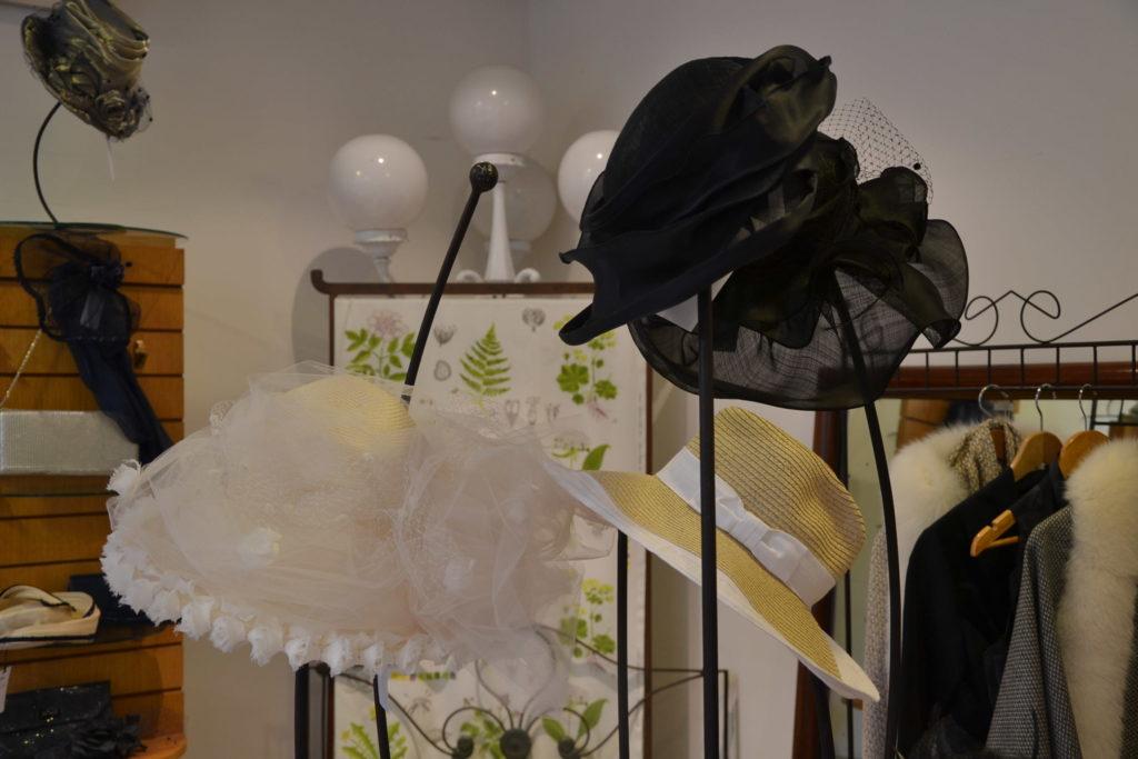 Chapellerie Jardin de la Mode 11 rue Poussin 75016 Paris chapeaux crémonies panamas ©Petitscommerces.fr petits commerces 8