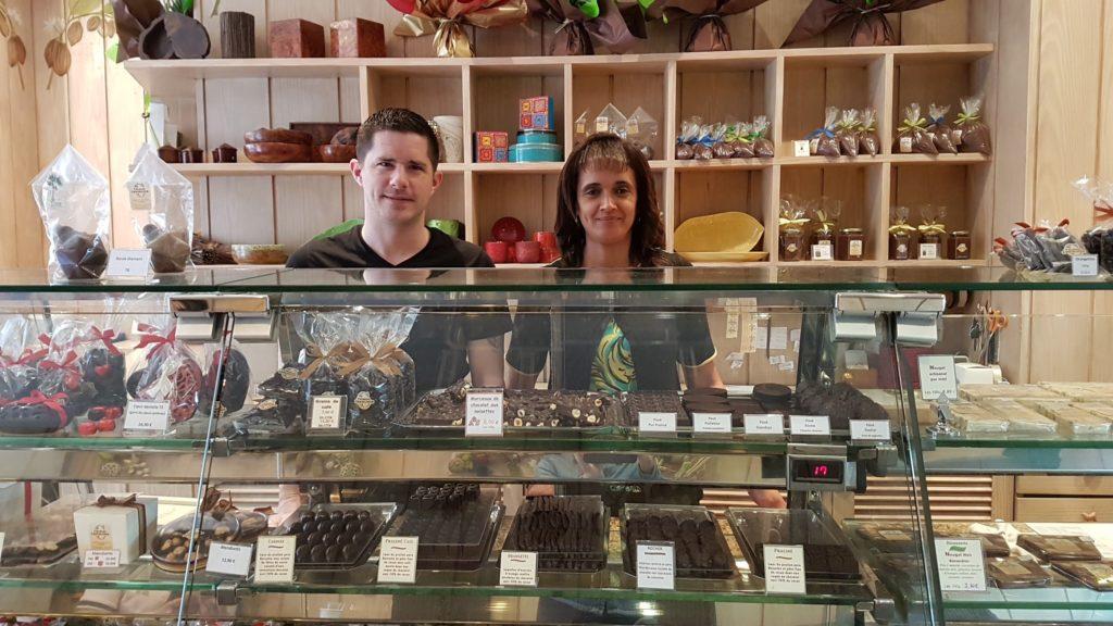 chocolaterie-charles-chocolatier-montorgueil-bonbons-chocolat-praline-tablettes-macarons-glace-paris-75001-halles-artisanal-devanture