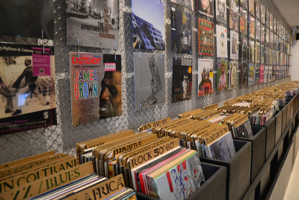 disquaire-cafe-walrus-paris-10-34-ter-rue-de-dunkerque-75010-paris-cd-vinyles-cafe-restauration-petitscommerces-fr-petit-commerce-petits-commerces-2