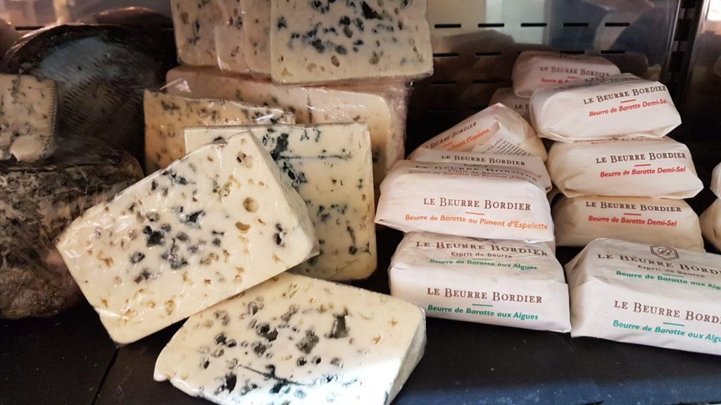 lamie-paulette-fromagerie-paris-13-bobillot-butte-aux-cailles-primeur-cave-epicerie-fabien-mahe-chevres-petitscommerces-fromages-bleus