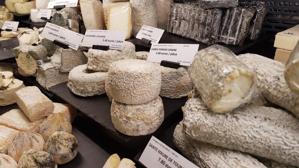 lamie-paulette-fromagerie-paris-13-bobillot-butte-aux-cailles-primeur-cave-epicerie-fabien-mahe-chevres-petitscommerces-vitrine