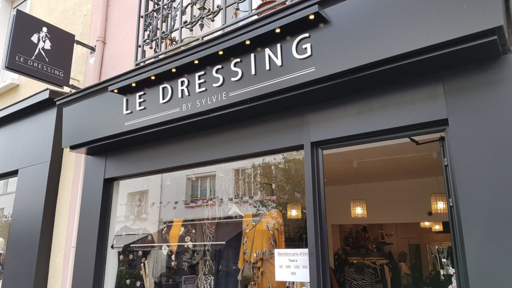 le-dressing-by-sylvie-boutique-vetements-femmes-pret-a-porter-multimarques-rue-de-la-paix-saint-nazaire-robes-tops-tuniques-pantalons-pulls-b-young-ichi-vala-boutique-cote