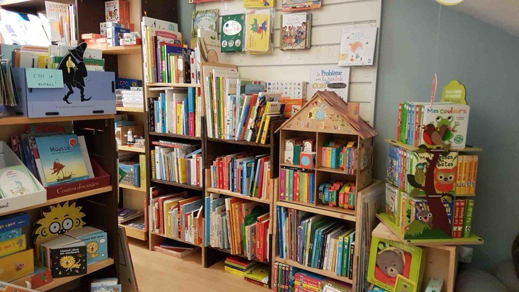 lembarcadere-librairie-independante-generaliste-saint-nazaire-livres-romans-avenue-de-la-republique-coin-enfant