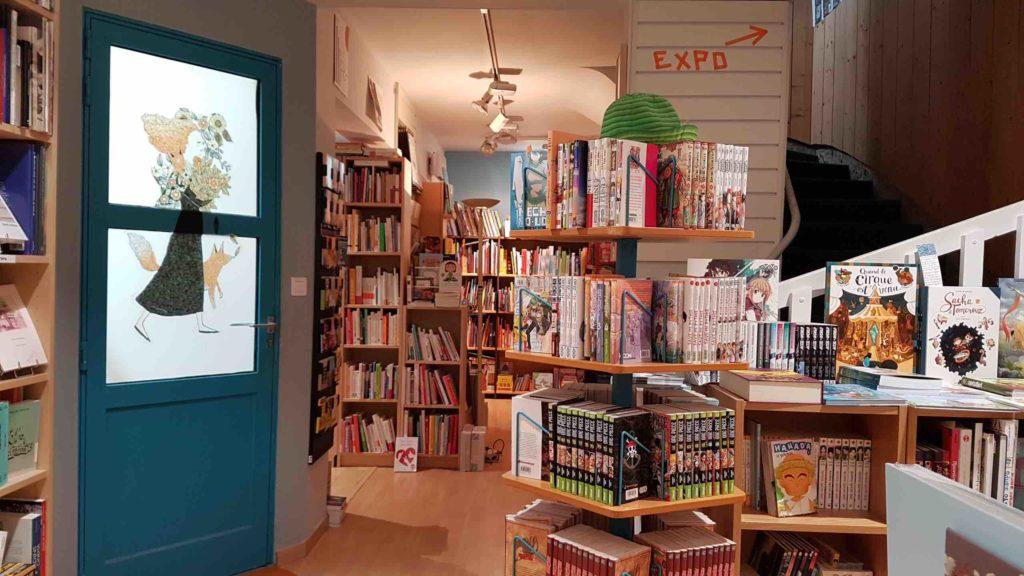 lembarcadere-librairie-independante-generaliste-saint-nazaire-livres-romans-avenue-de-la-republique-expos