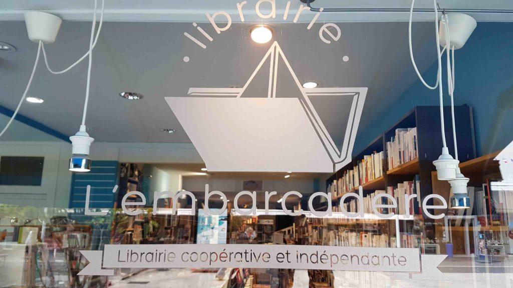 lembarcadere-librairie-independante-generaliste-saint-nazaire-livres-romans-avenue-de-la-republique-logo