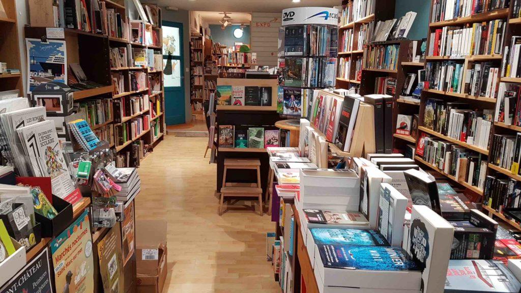 lembarcadere-librairie-independante-generaliste-saint-nazaire-livres-romans-avenue-de-la-republique-vue