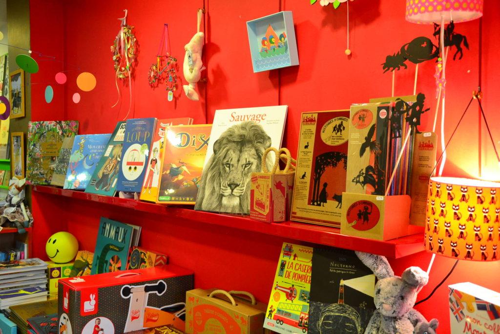 librairie-les-enfants-sur-le-toit-22-rue-ramey-75018-paris-librairie-jouets-enfants-petitscommerces-fr-petit-commerce-petits-commerces