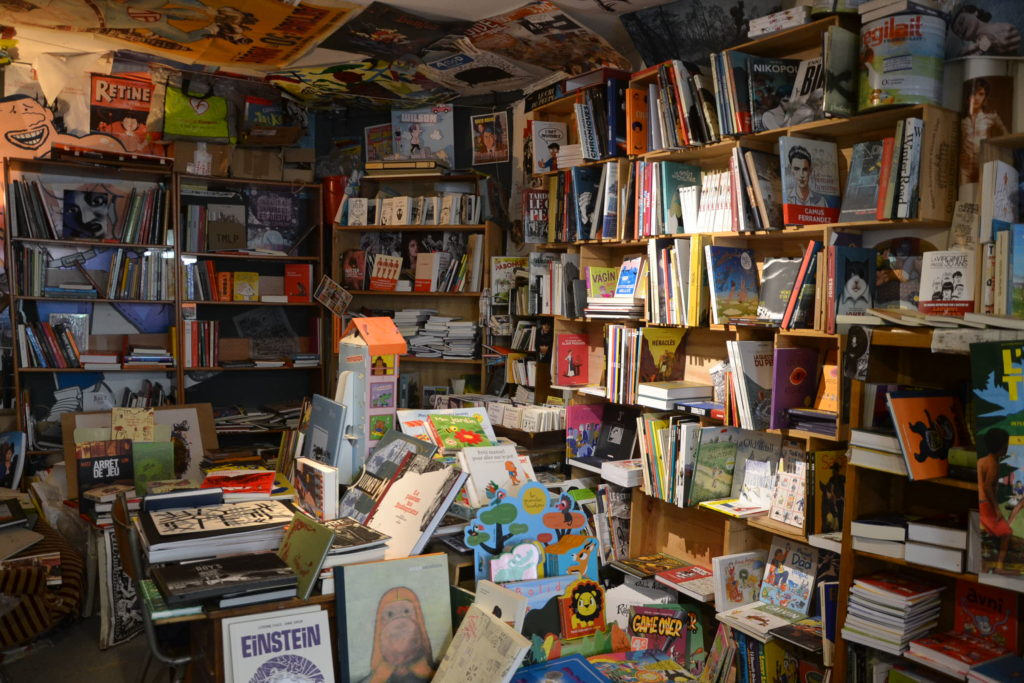librairie-philippe-le-libraire-32-rue-des-vinaigriers-75010-paris-bd-editeurs-independants-petitscommerces-fr-petit-commerce-petits-commerces-6