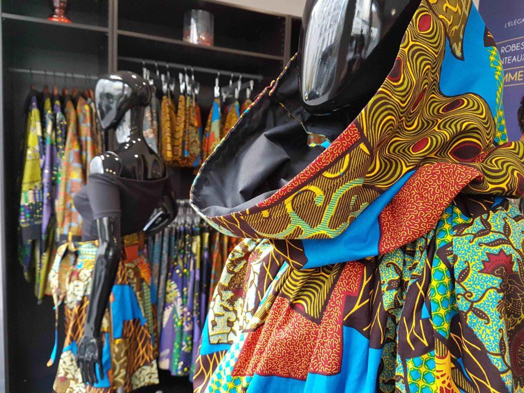 mansaya-boutique-de-createur-wax-vetements-accessoires-rue-leon-frot-paris-11-creations-mode-africaine-robes-jupes-couleurs-imprimes-petit-commerce-petitscommerces-fr-cote