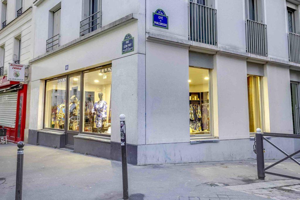 Mansaya Boutique wax Paris vetements accessoires rue Leon Frot Paris 11 créatrice wax Afrique mode robes jupes couleurs imprimes devanture Adama