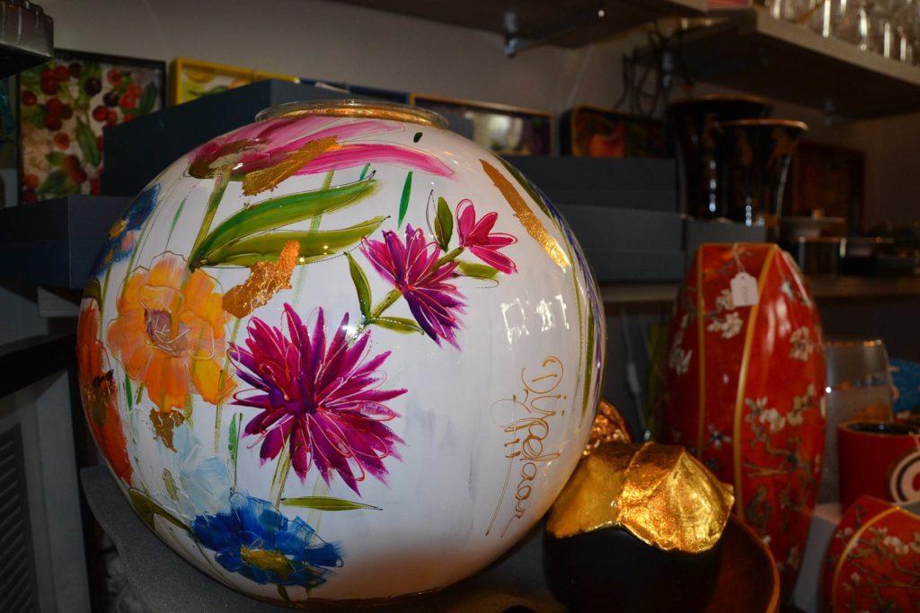 Massenet by Lina boutique de décoration idées cadeaux Paris 16 lampes, cadres, coussins, bougies, argenterie vase
