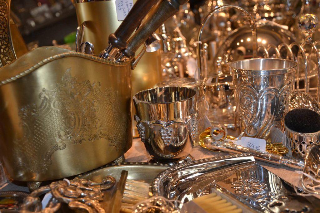 Massenet by Lina boutique de décoration idées cadeaux Paris 16 lampes, cadres, coussins, bougies, argenterie vernie