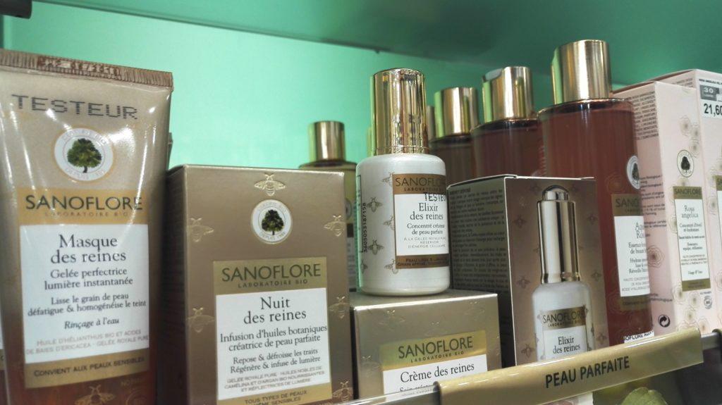 pharmacie-la-butte-montmartre-franck-laura-rue-lepic-abbesses-pharmacien-paris-18-orthopedie-homeopathie-complements-vitamines-cosmetiques-beaute-sanoflore.jpeg