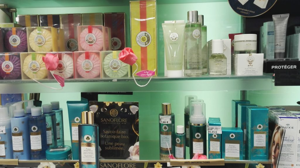 pharmacie-la-butte-montmartre-franck-laura-rue-lepic-abbesses-pharmacien-paris-18-orthopedie-homeopathie-complements-vitamines-cosmetiques-beaute-savons.jpeg
