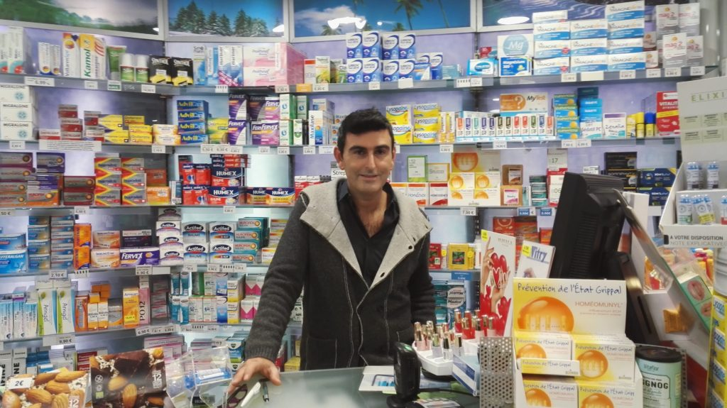 pharmacie-la-butte-montmartre-franck-laura-rue-lepic-abbesses-pharmacien-paris-18-orthopedie-homeopathie-complements-vitamines-cremes-skinceuticals.jpeg