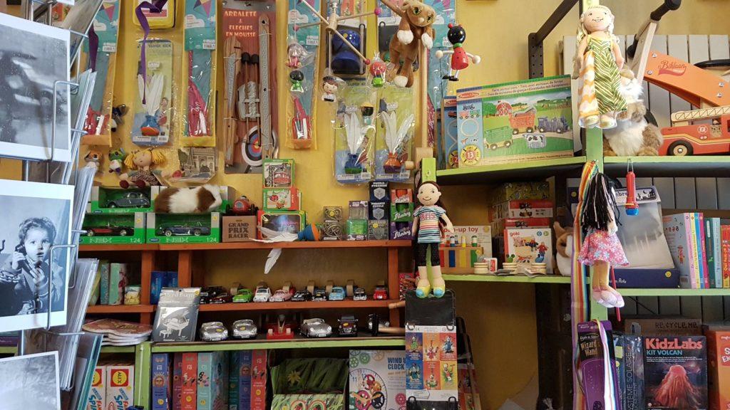 tatanka-boutique-de-jouets-et-de-jeux-rue-pradier-19eme-paris-buttes-chaumont-pascal-cerfs-volants