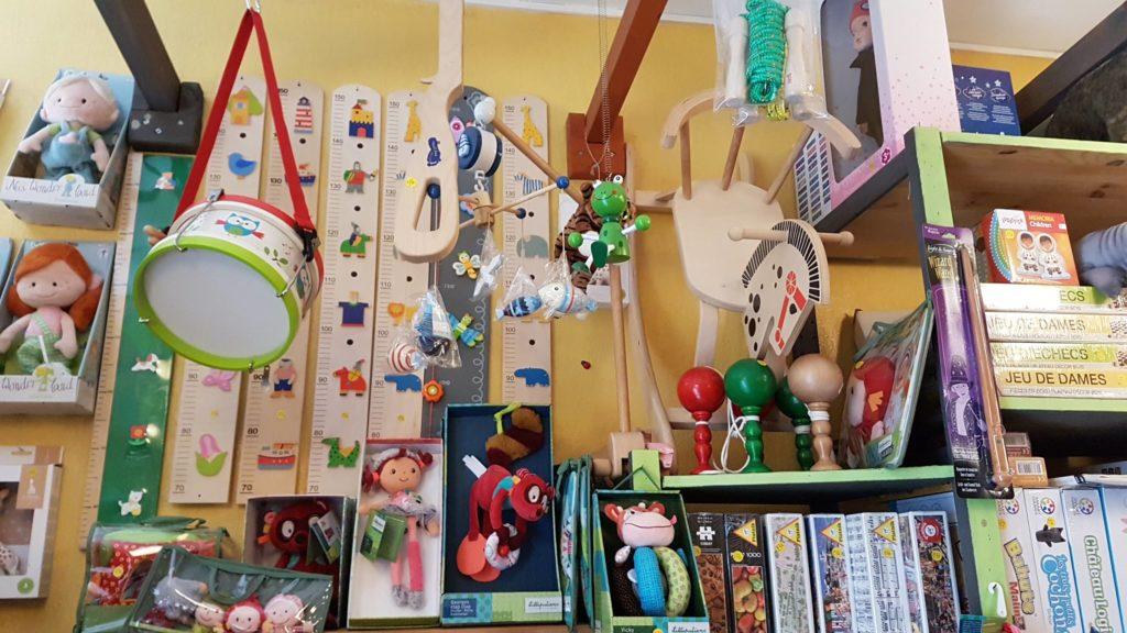 tatanka-boutique-de-jouets-et-de-jeux-rue-pradier-19eme-paris-buttes-chaumont-pascal-jeux-deveil