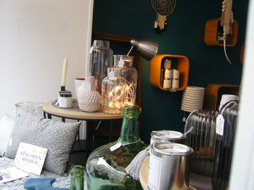 boutique-de-decoration-enfants-maison-cadeau-lulubrindille-deco-abbesses-made-in-montmartre-paris-18-veron-vetements-chambre-enfants-kids-bougies-vases-deco.jpg