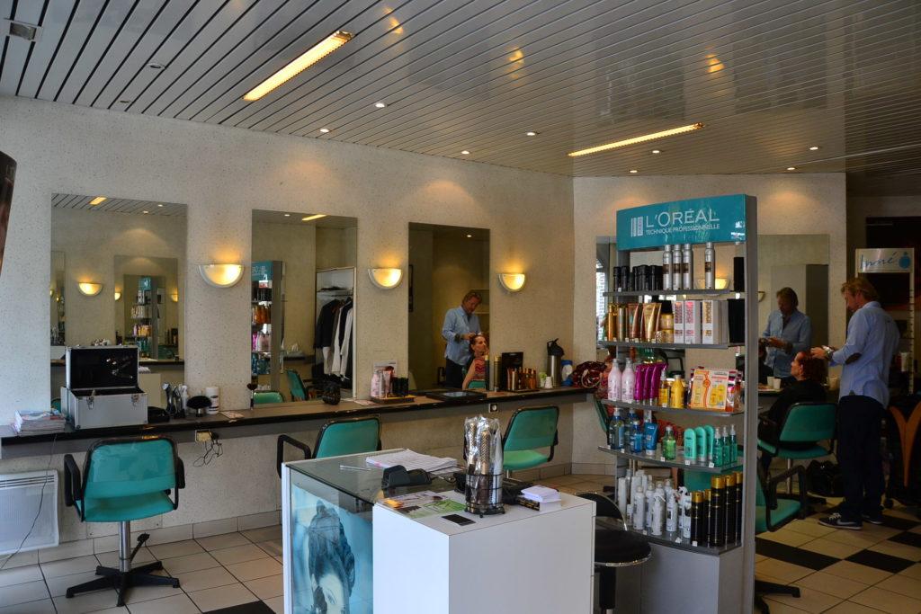 Coiffeur Paris 18 salon coiffure intérieur coupe cheveux petit commerce thierry lenoble kimberley commercant www.petitscommerces.fr