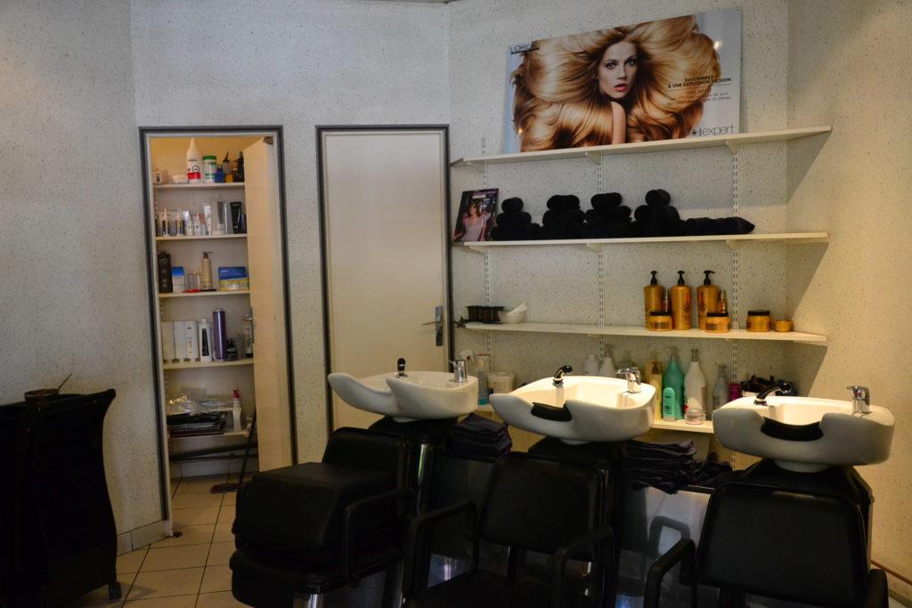 Coiffeur Paris 18 salon coiffure magazine la chapelle coupe cheveux petit commerce thierry lenoble kimberley commercant intérieur www.petitscommerces.fr Tzara