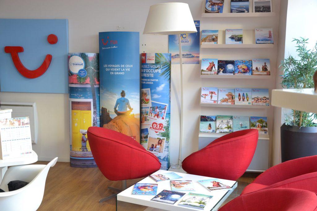 Agence de voyages TUI Marmara 15 rue Defresne-Bast Argenteuil Voyages Marmara TUI Costa Robinson Nouvelles Frontieres fauteuils