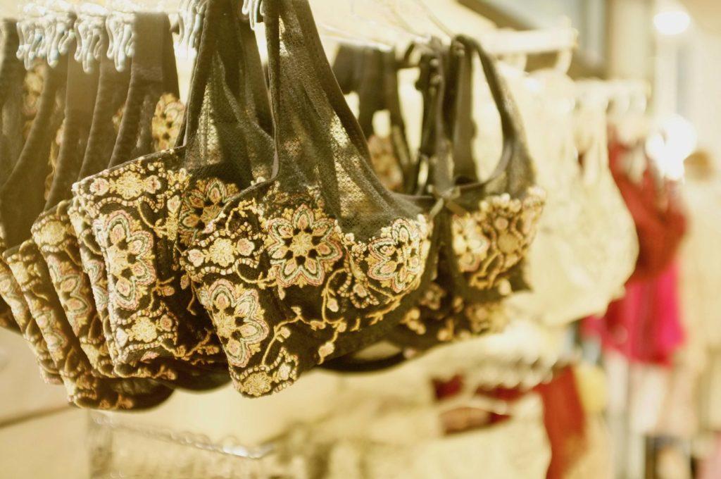 Lingerie Joliesse Boutique de lingerie Centre-ville République au Paquebot Saint-Nazaire soutiens-gorges et culottes Lise Charmel, Antigel