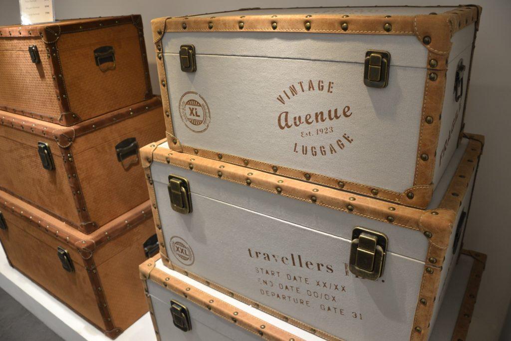 Shogun-Déco boutique de meubles et de décoration atypique 19 avenue de la Grande-Armée Paris 16 Starbay malles de voyage, meubles industriels, rétro, vintage, scupltures