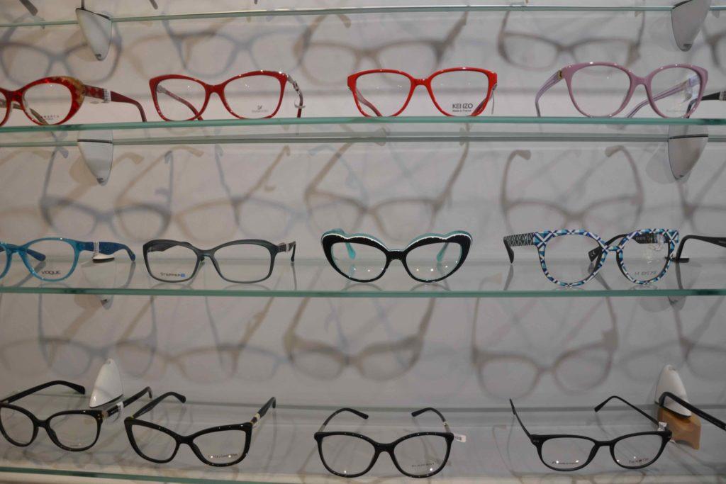 Optique-du-Vieux-Pays-opticien-6-bis-rue-de-Verdun-à-Garges-lès-Gonesse-Ray-Ban-Carrera-Michael-Kors-Burberry-Guess-Lacoste-Cazal-Naoned-Zinka-Lafont-montures-originales-scaled.jpeg