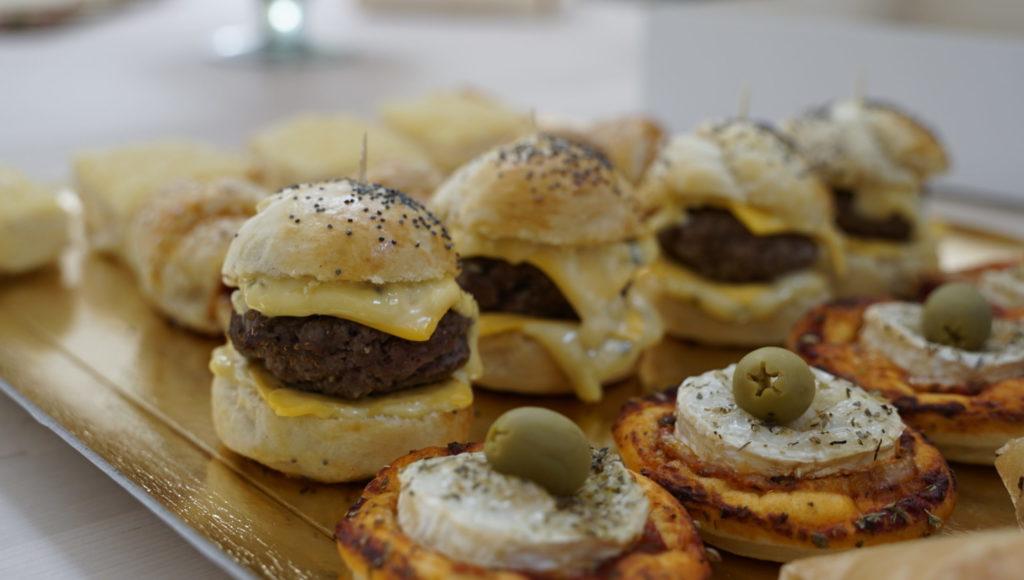 Onini-delices -Goussainville -traiteur-a-domicile mini-burger box-salee-scaled-1