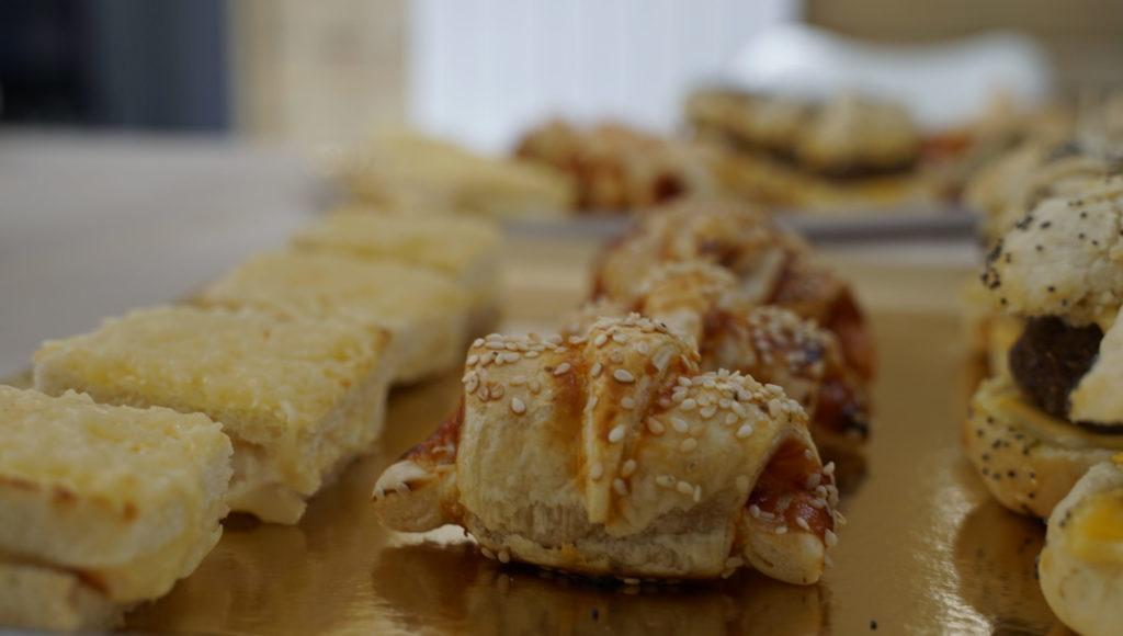 Onini-delices -Goussainville -traiteur-a-domicile mini-croissant-saucisse -box-salee-scaled-1