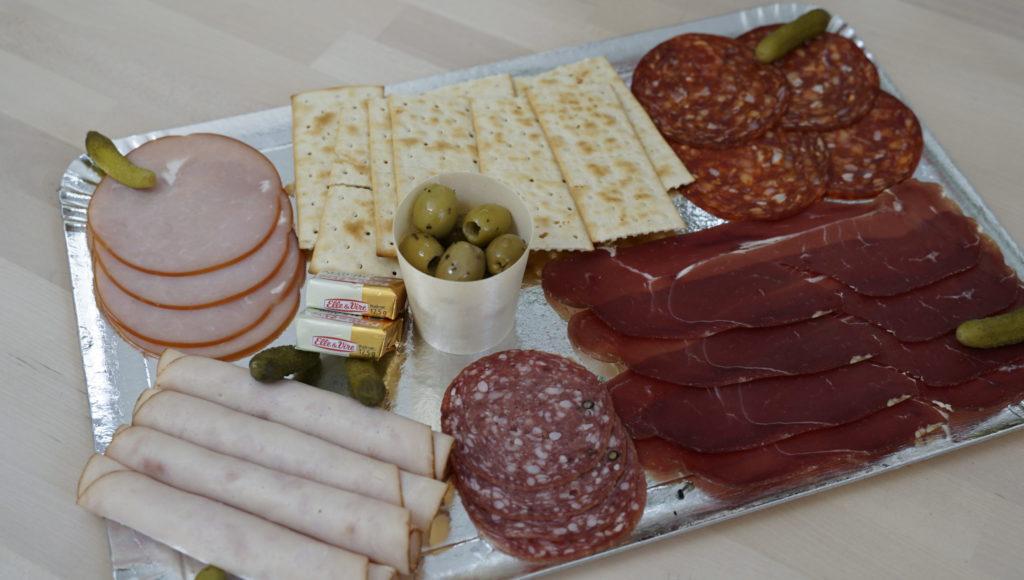 Onini-delices -Goussainville -traiteur-a-domicile plateau-de-charcuterie-scaled-1