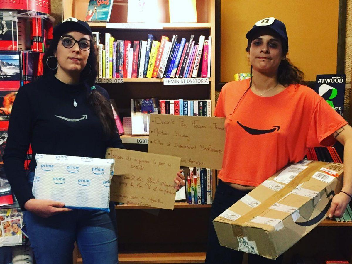 À Montpellier, des libraires se déguisent en Amazon pour Halloween