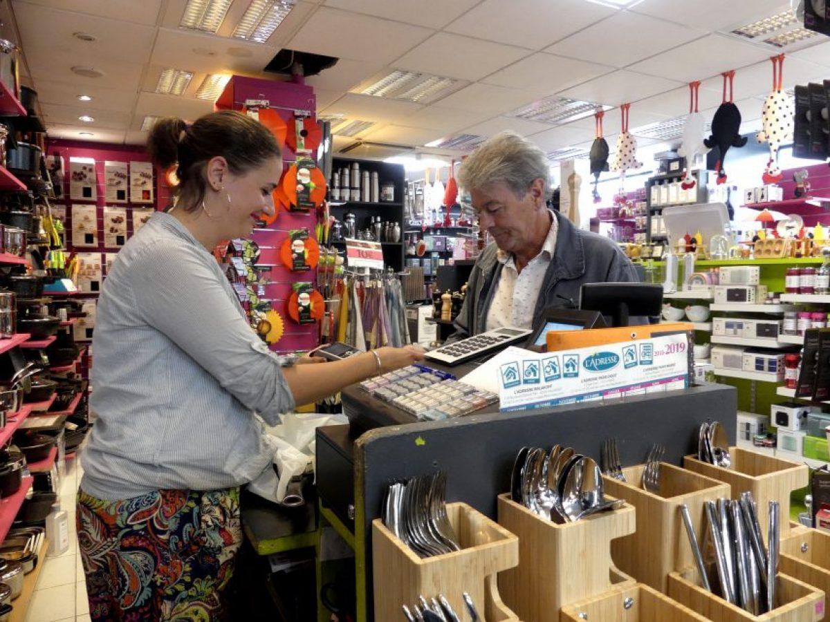 Paris ces commerçants qui ne baissent pas le rideau au mois d'aout