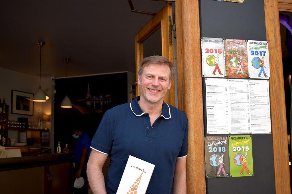 La-Girafe-creperie-restaurant-Vanves-Francois-Feroleto-pret-a-prendre-les-commandes