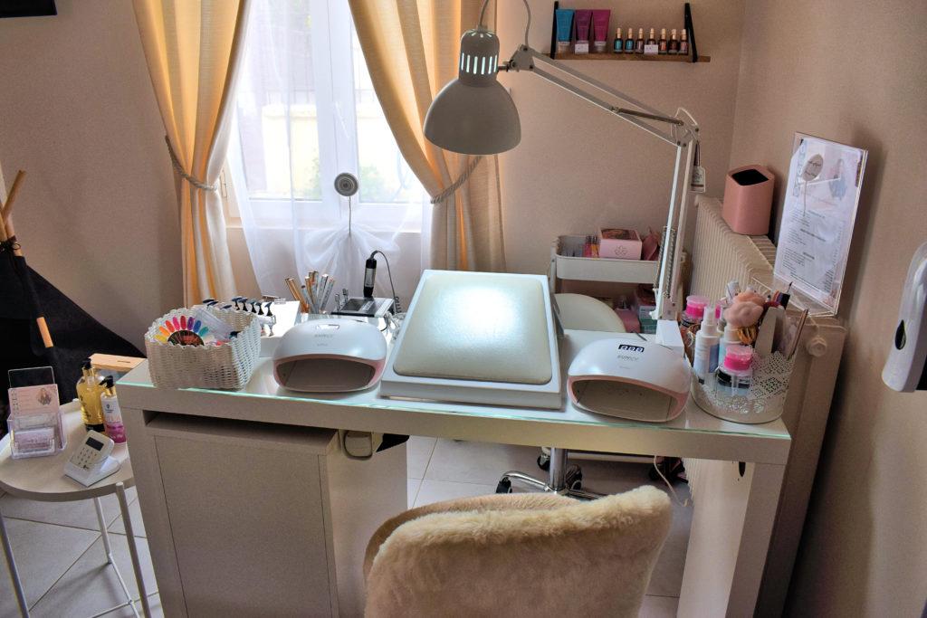 Beauty-by-Mel-Institut-de-beaute-Mitry-Mory-espace-manucure-et-de-beaute-avec-lumiere
