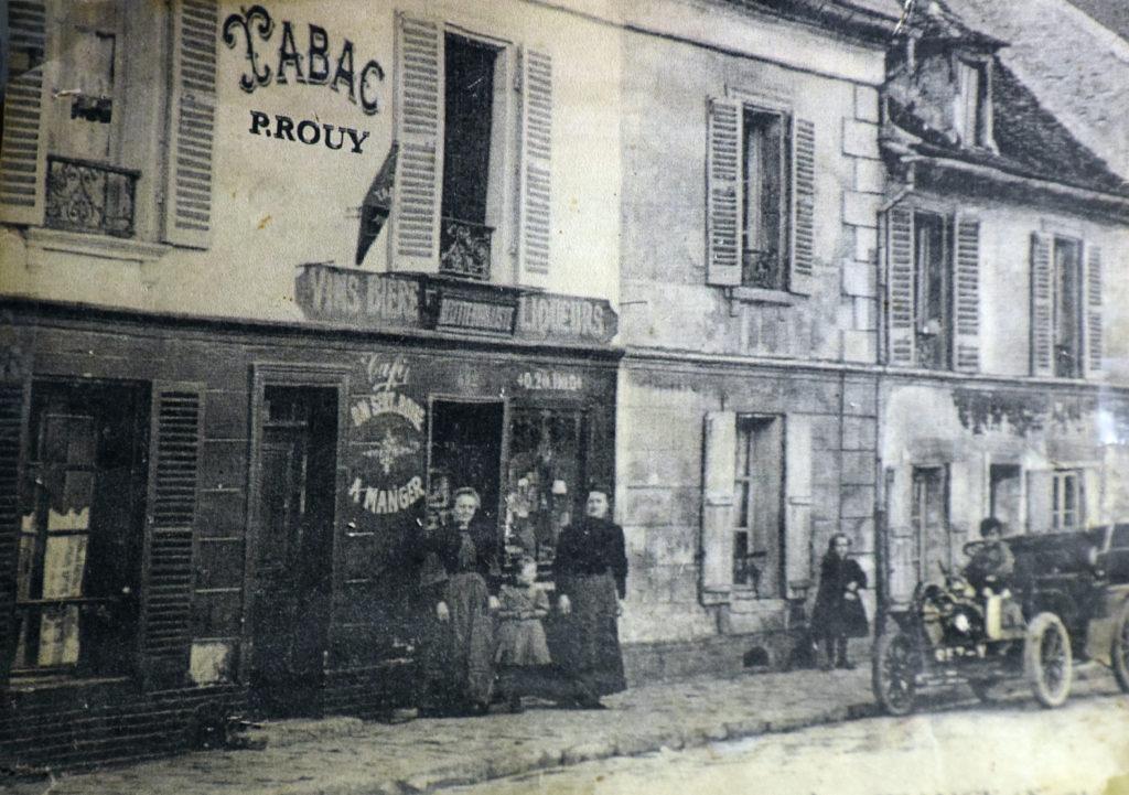 Brasserie-Le-Village-Bar-Restaurant-Roissy-en-France-photo-de-la-grand-mere-et-la-maman-de-Sandrine-et-Jean-Philippe-Rouy