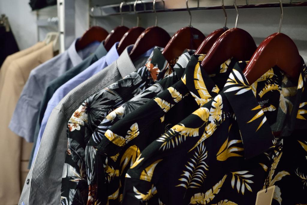 Chris-et-Leo-boutique-de-pret-a-porter-Villeparisis-chemises-a-rayures-et-motif-fleuri-pour-homme-de-marque-italienne-La-Mardo